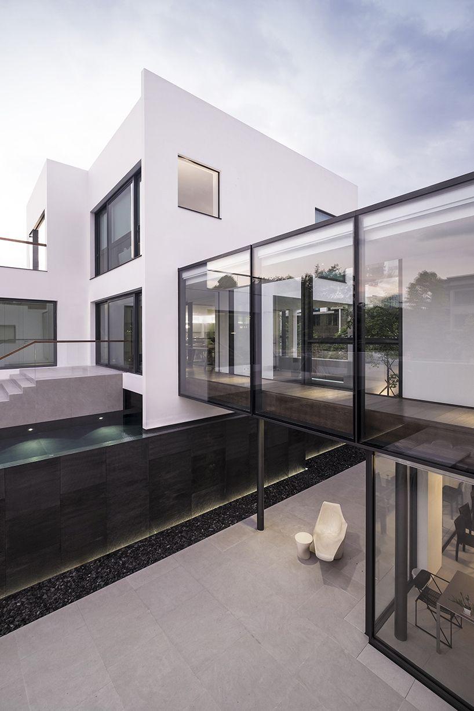 Ida Billy Links Two Hong Kong Houses With Glass Bridge Modern House Design Modern House Plans House Designs Exterior