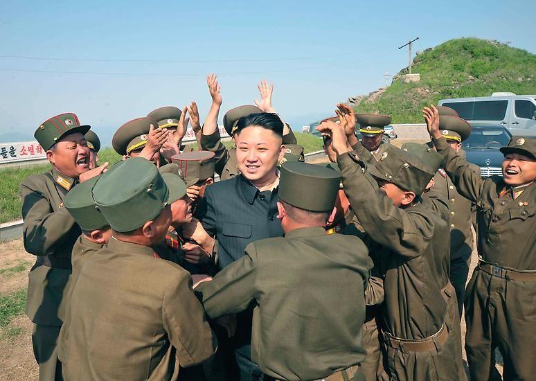 Und doch ist es eben die Familienzugehörigkeit oder die Nähe zu den Kims, die über Fall und Aufstieg in Nordkorea bestimmen.