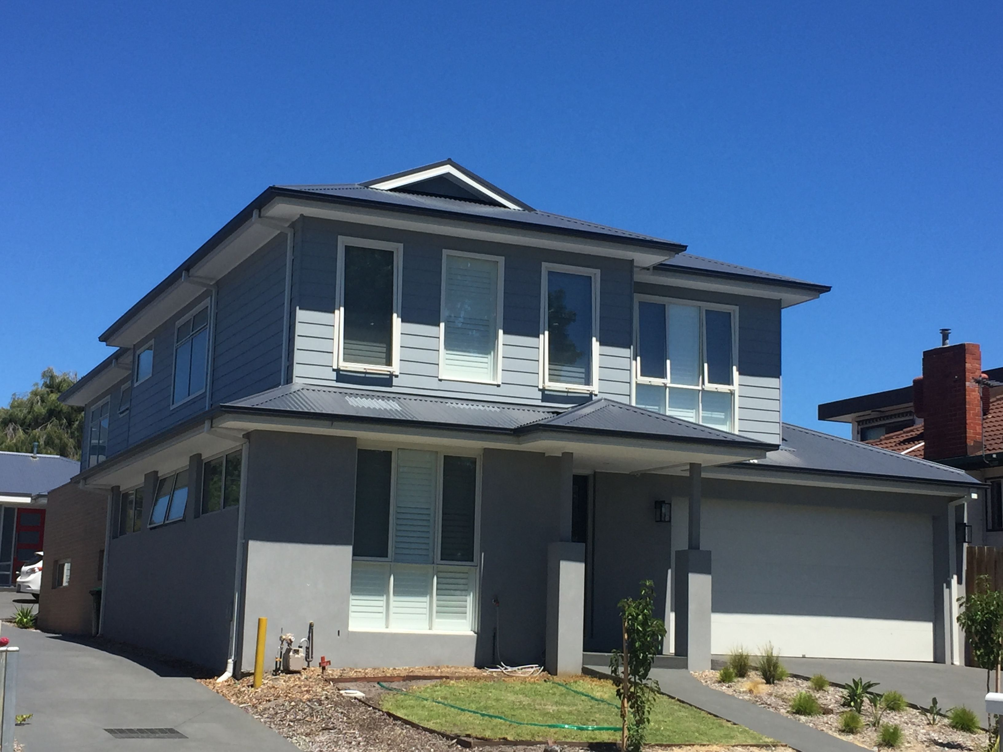 Colourbond Roof Ironstone Render Weatherboard Dulux Endless Dusk Trim Surfmist Facade House Exterior House Colors Hamptons House