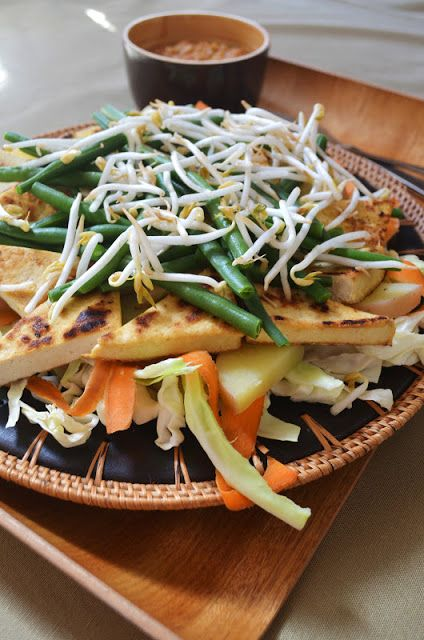 Gormandize With A-dizzle and K-bobo: Gado Gado (Indonesian Salad with Peanut Sauce)