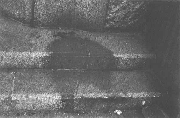 «Hito Kage No Ishii» Hiroshima.  Ein sterbender Mensch, eingebrannt in die Stufen zum Gebäude der Sumitomo-Bank.