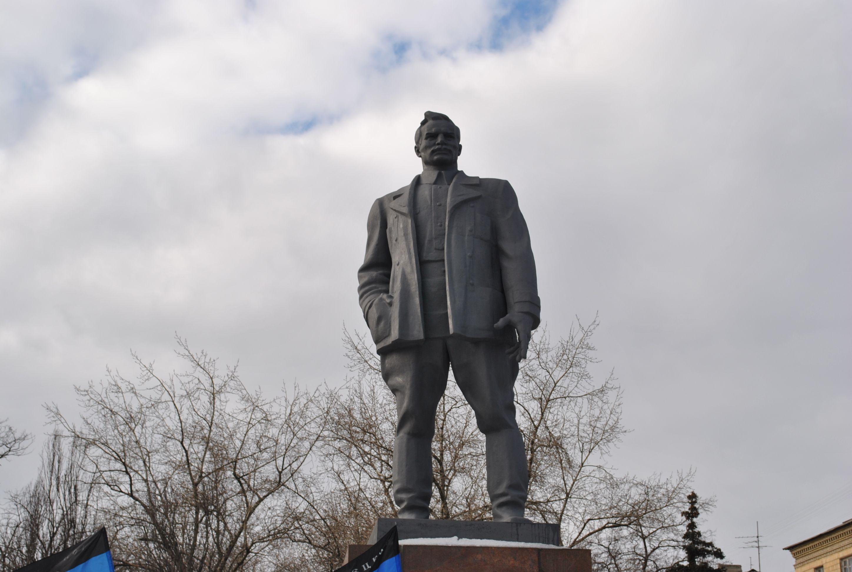 Донецк. Donetsk. памятник Артему. фото С. Бунтовского ...