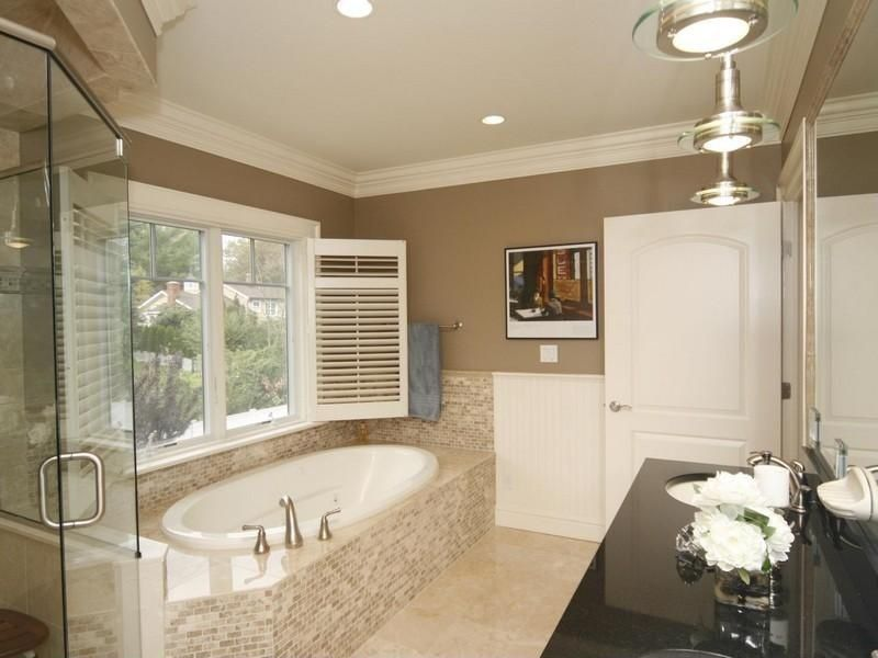 Traditional Master Bathroom With Crown Molding Undermount Sink Beauteous Bathroom Crown Molding 2018