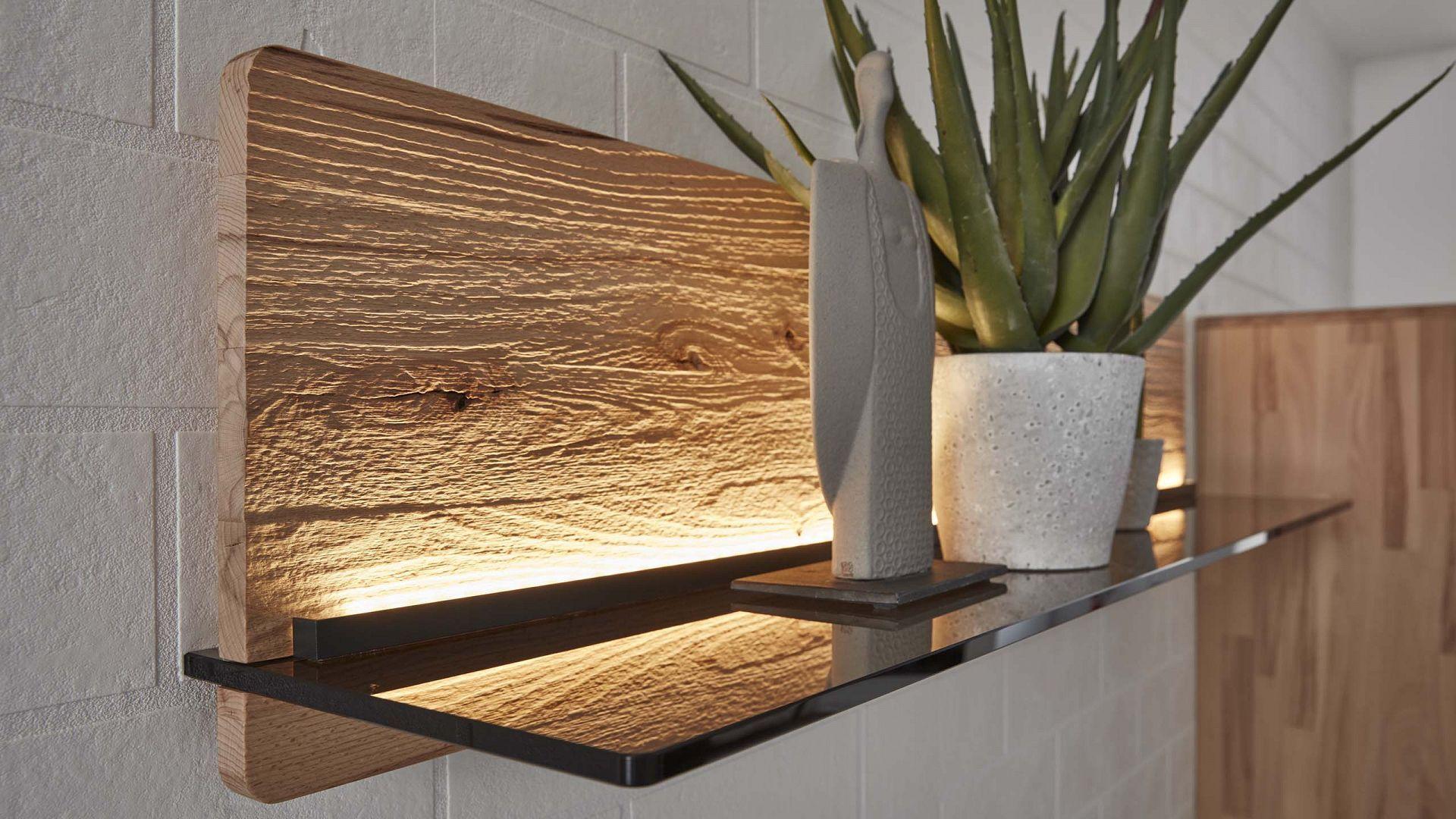 Mit Indirekter Beleuchtung Und Holz Struktur Punktet Die Interliving Wohnzimmer S Indirekte Beleuchtung Beleuchtung Wohnzimmer Indirekte Beleuchtung Wohnzimmer
