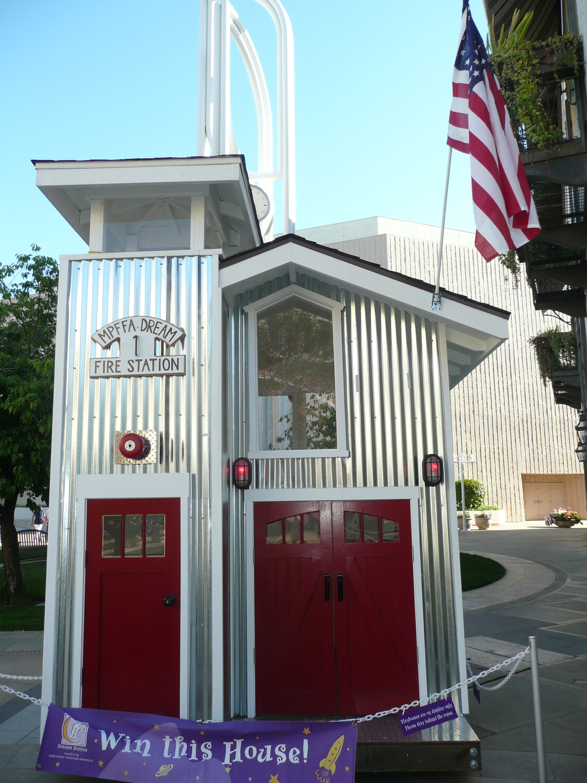 Playhouses At Stanford Shopping Center With Images Play Houses