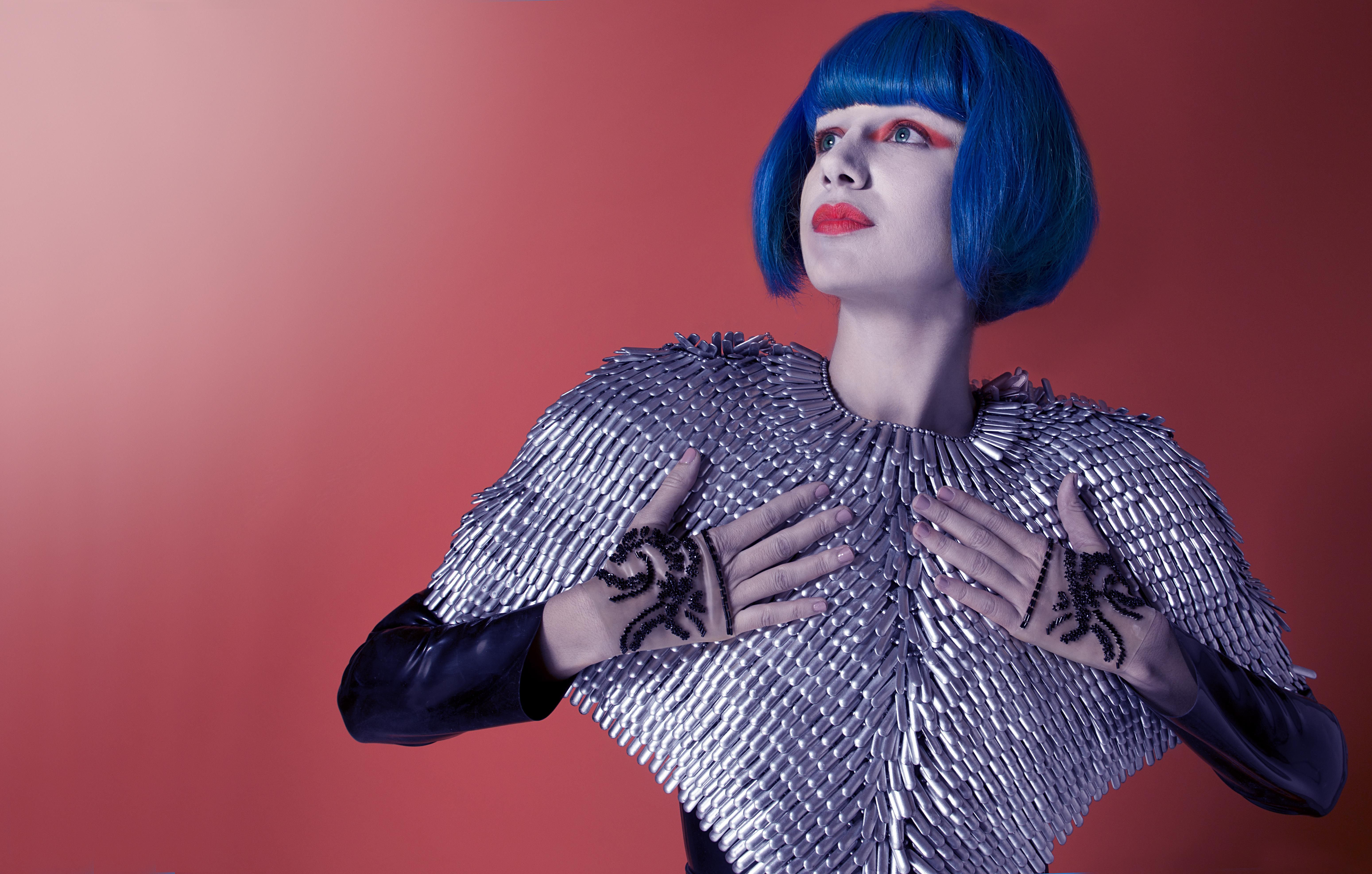 mujer, futurista, maquillaje futurista, pelo azul, maquillaje ...