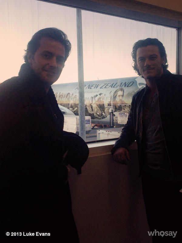 Check out the Hobbit plane in the background! #RichardArmitage getting ready to fly to England