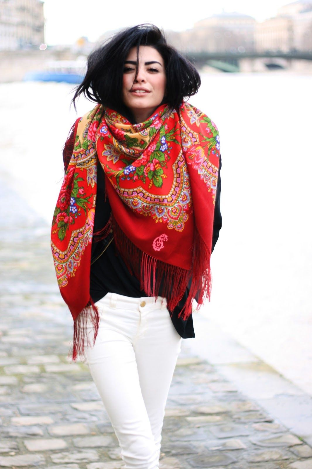 Big scarf. I love this folklorish pattern and colour!