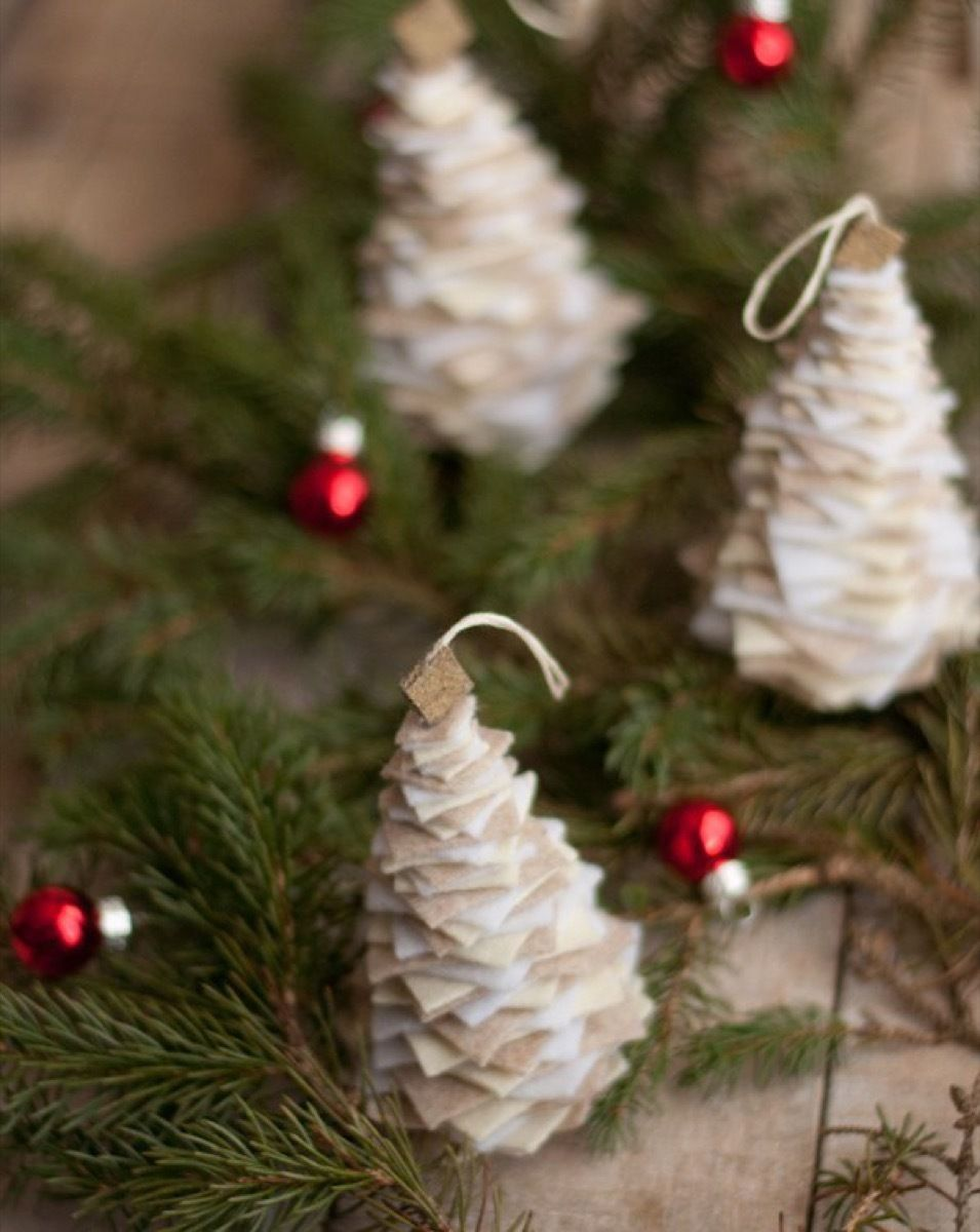 84 do it yourself ornaments you can make before christmas diy 84 do it yourself ornaments you can make before christmas solutioingenieria Choice Image