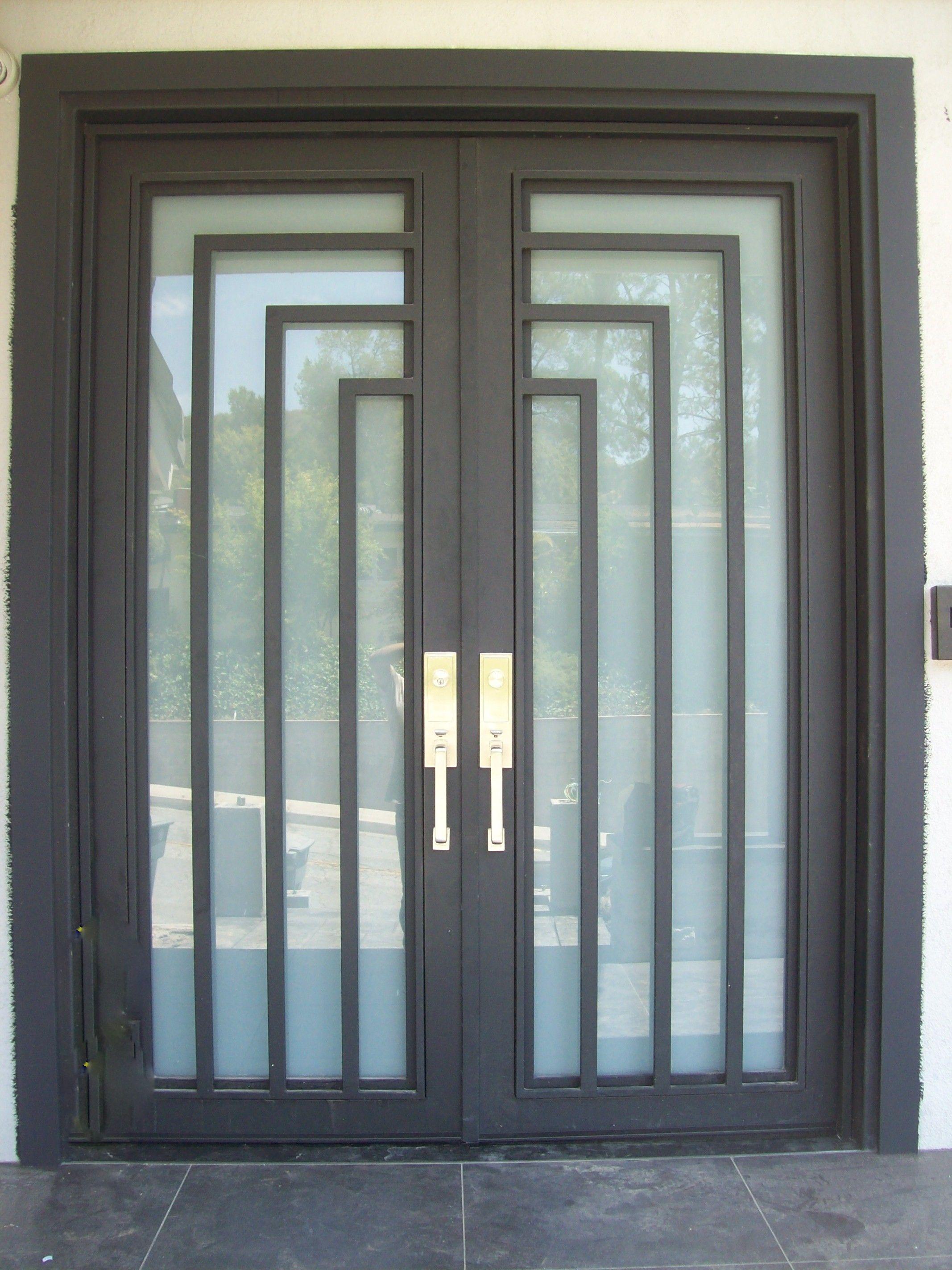 Pin De Gonzalo Vega Porras En Puertas De Metal Puertas Corredizas Puertas De Entrada Puertas De Hierro