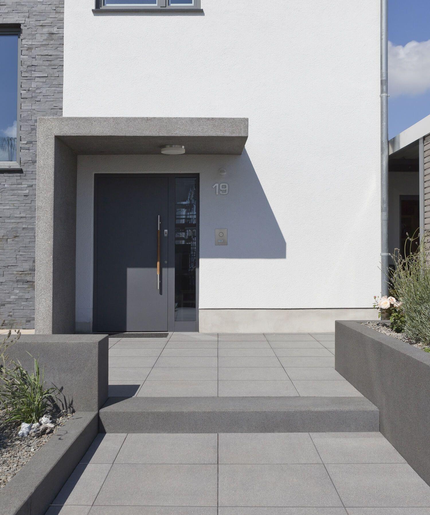 Eingangsbereich Haus Außen : eingangsbereich au entreppe rinn betonsteine und natursteine eingang in 2019 vordach ~ Watch28wear.com Haus und Dekorationen