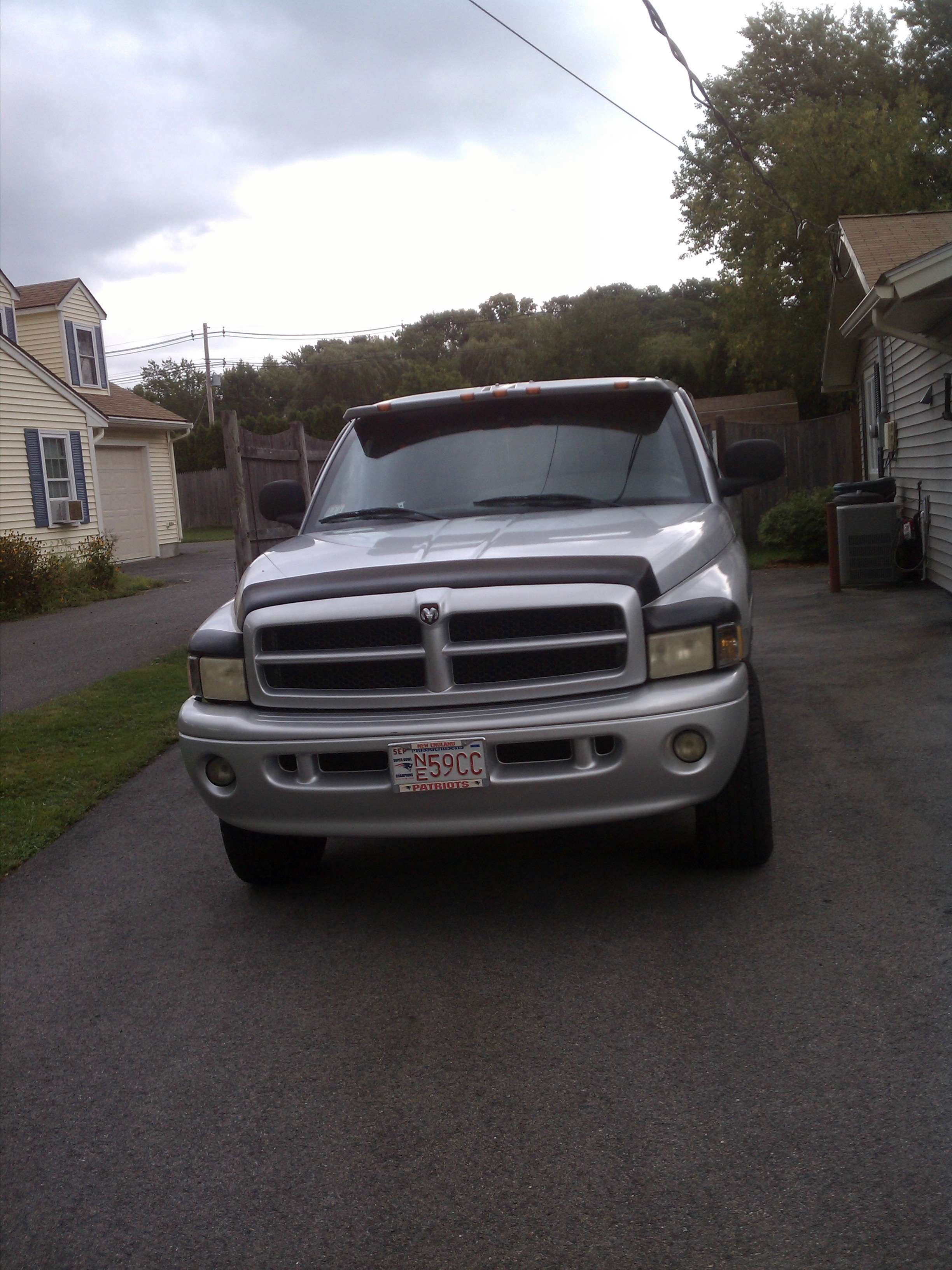 Make dodge model ram 1500 truck year 2001 body style extended cab pickup exterior color silver interior color gray doors four door vehicle condition