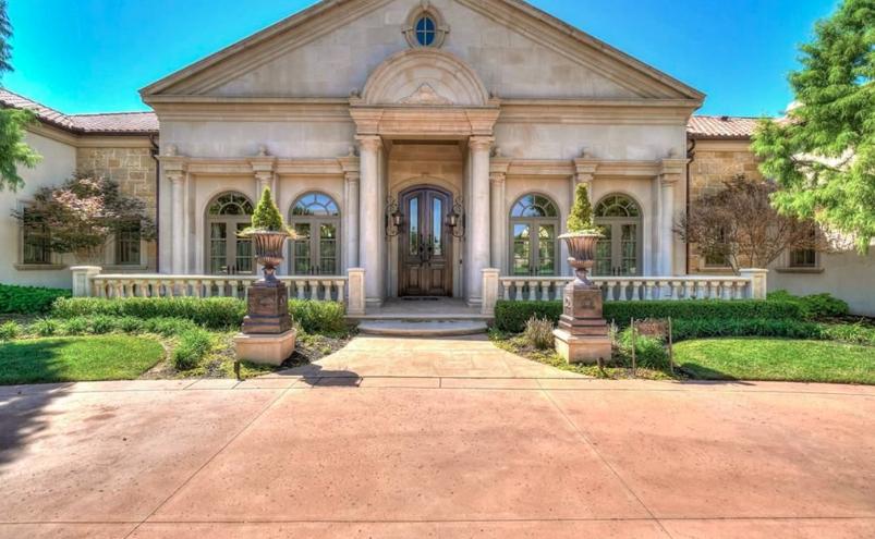 Stone Stucco Country Club Home In Oklahoma City Oklahoma Homes Of The Rich Stucco Homes Rich Home Wisteria