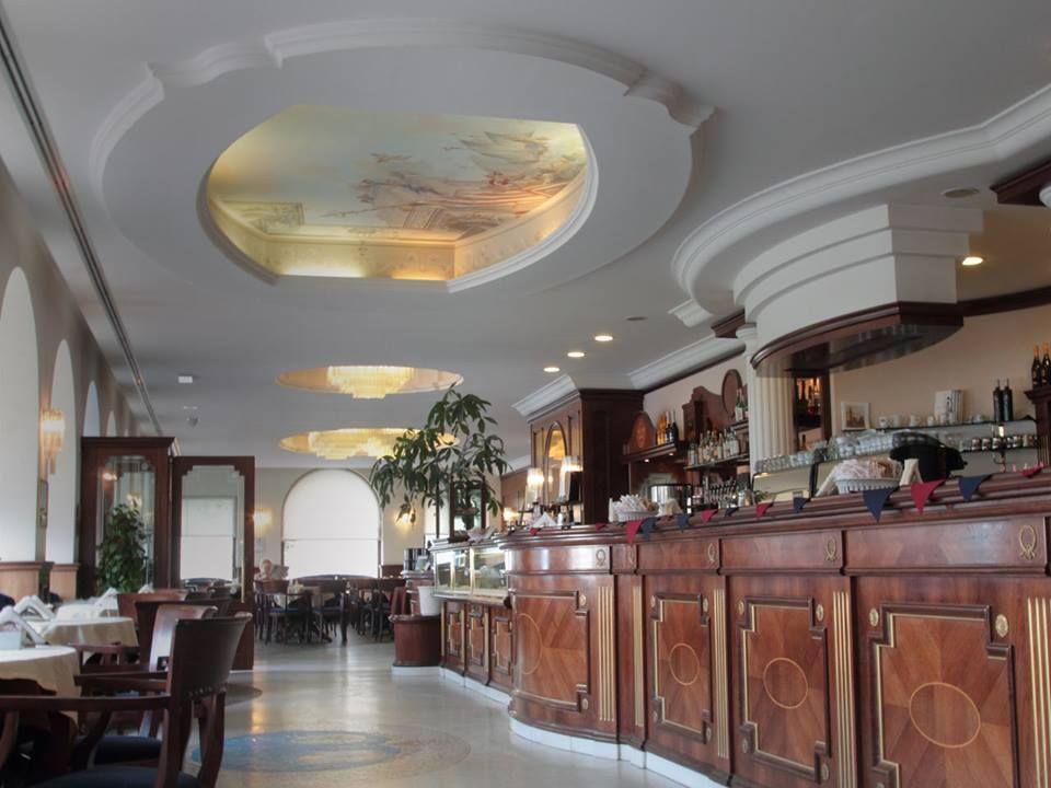 Caffè degli Specchi, Trieste, Italy le Pasticcerie