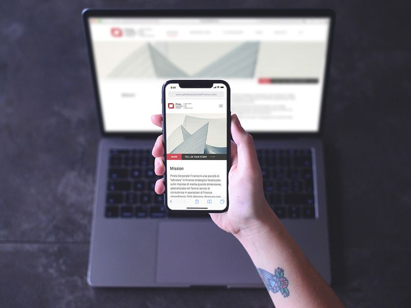 High Quality And Beautiful Psd Mockup Of Hand Holding Iphone X With Background Of Macbook Pro Perfect To Showcase Your Re Mobile Mockup Macbook Psd Mockup Psd