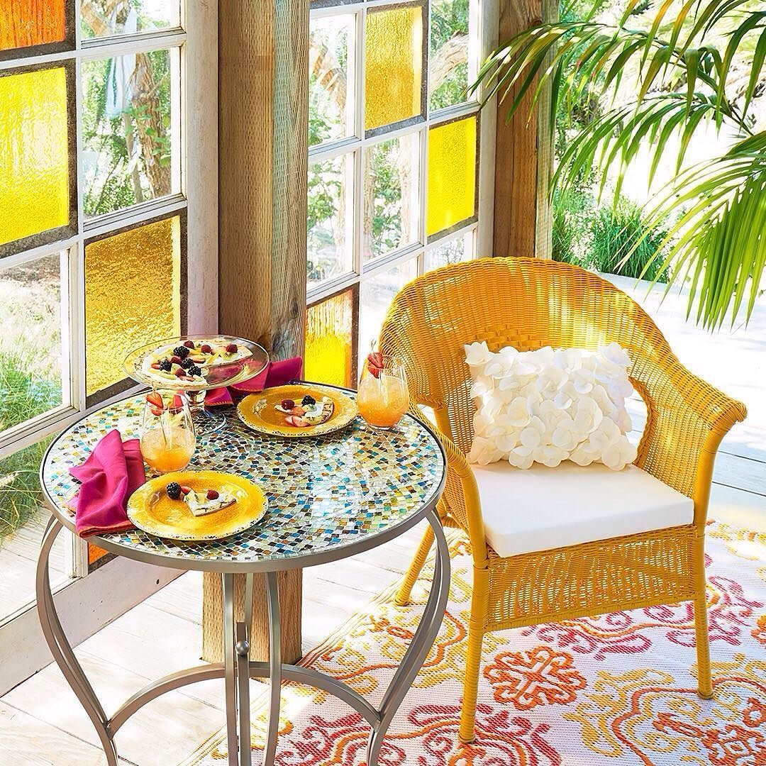 Bright, Cheerful Summer Colors Can Help You Turn Any Room