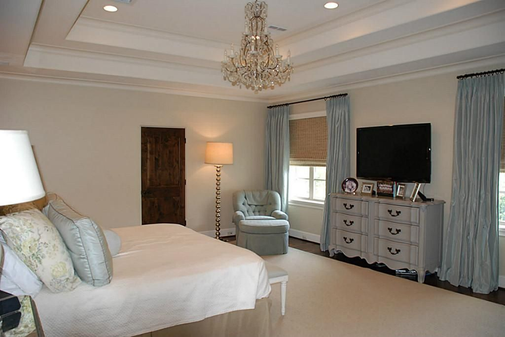 Love The Painted Dresser Under Wall Mounted Tv In Master Apartmento 2 Pinterest Mounted