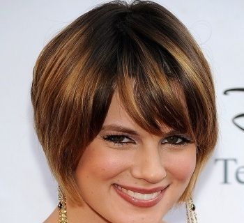 Short Hairstyles For Heavy Women Over 40 Short Hairstyles For Thick Hair Haircut For Thick Hair Short Hair Styles For Round Faces