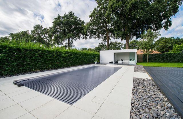 les 25 meilleures id es de la cat gorie euro piscine sur. Black Bedroom Furniture Sets. Home Design Ideas