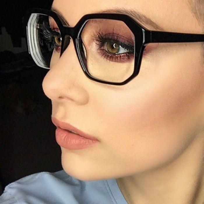 Resultado de imagen de ojos ahumados con gafas grandes