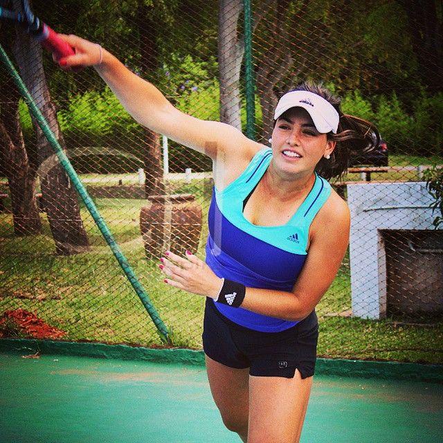 Desde Buenos Aires Argentina Regina Clark nos cuenta de su admiración por Roger Federer y qué la inspira. Ve todos los detalles en nuestro segundo número.