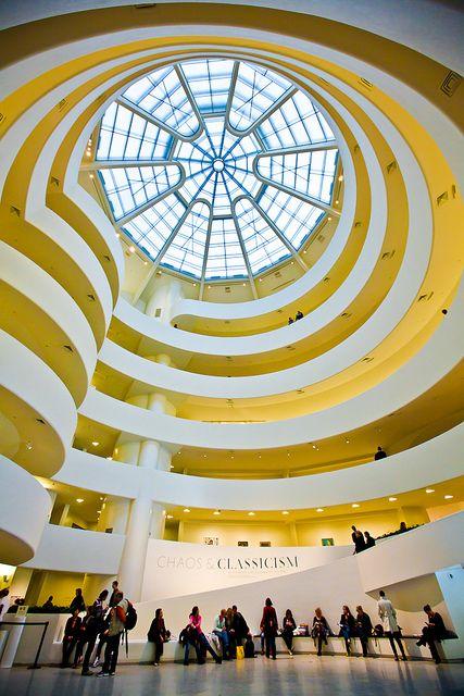 Guggenheim nyc escaleras architektur museum klassische architektur - Beruhmte architektur ...