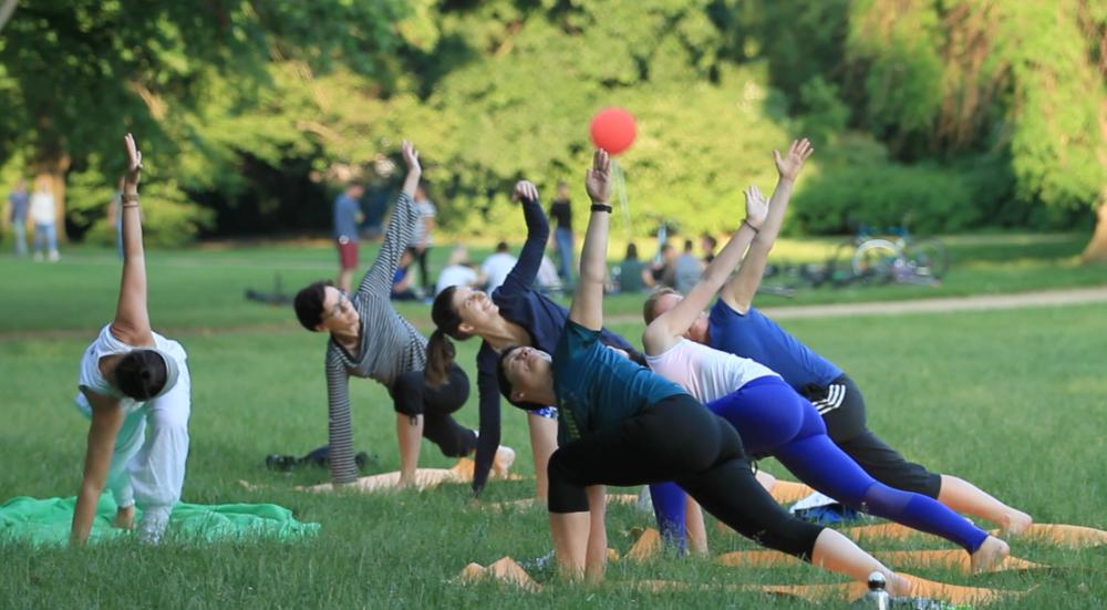 """Wer Yoga machen kann? Jeder. Ja. Jetzt. """"dafür bin ich zu alt, zu schwer zu"""