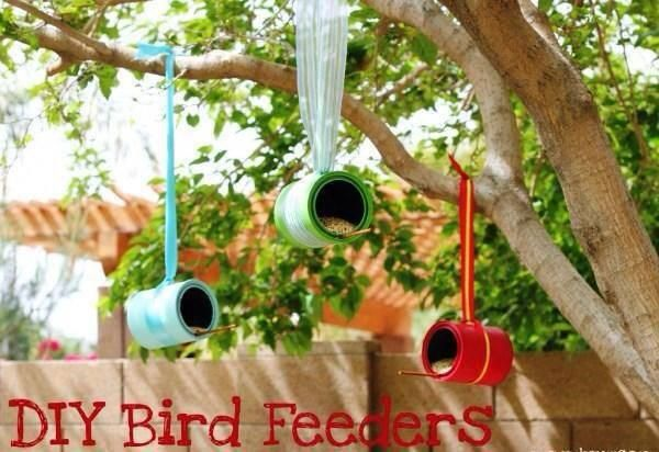 DIY colorful feeders. Easy project to do with kiddos.