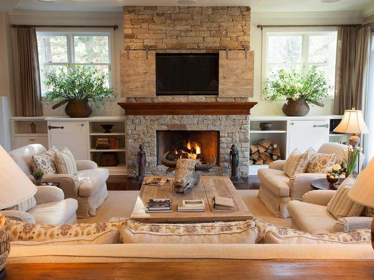 parete attrezzata con camino e tv in un soggiorno di stile