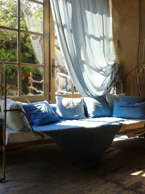 mus e du pastel bleu de lectoure gers petits coins de france pastel blue et indigo blue. Black Bedroom Furniture Sets. Home Design Ideas