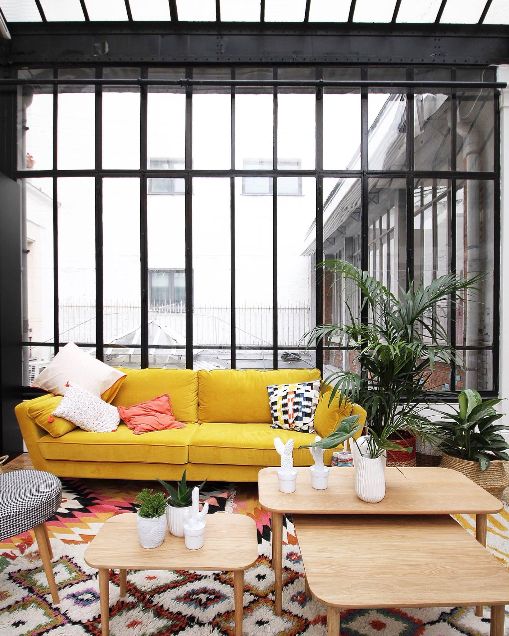 Canape Jaune Avec Verriere D Atelier Deco Appartement Deco