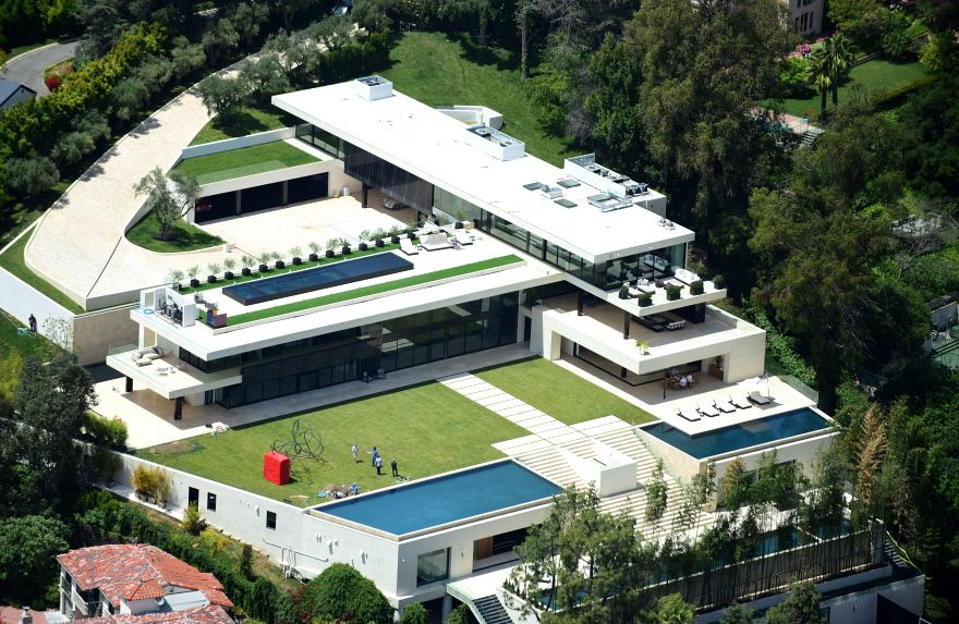 A Look At Jay Z And Beyonce S New 90 Million Bel Air Mansion Core77 Bel Air Mansion Mansions Celebrity Mansions
