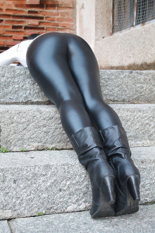 Tight And Shiny Strumpfhosen Outfit Frauen Lederhose Lederjeans