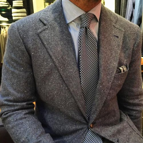 sch ne abrundung der dezenten sakko hemd kombination die edle krawatte und das passende. Black Bedroom Furniture Sets. Home Design Ideas