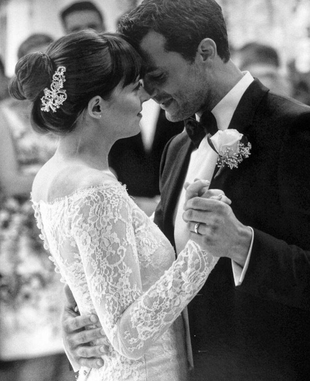 Fifty Shades Freed Jamie Dornan Christian Grey Ana Dakota Johnson Wedding Dresses Vera Wang Wedding Bride Wars [ 1327 x 1080 Pixel ]