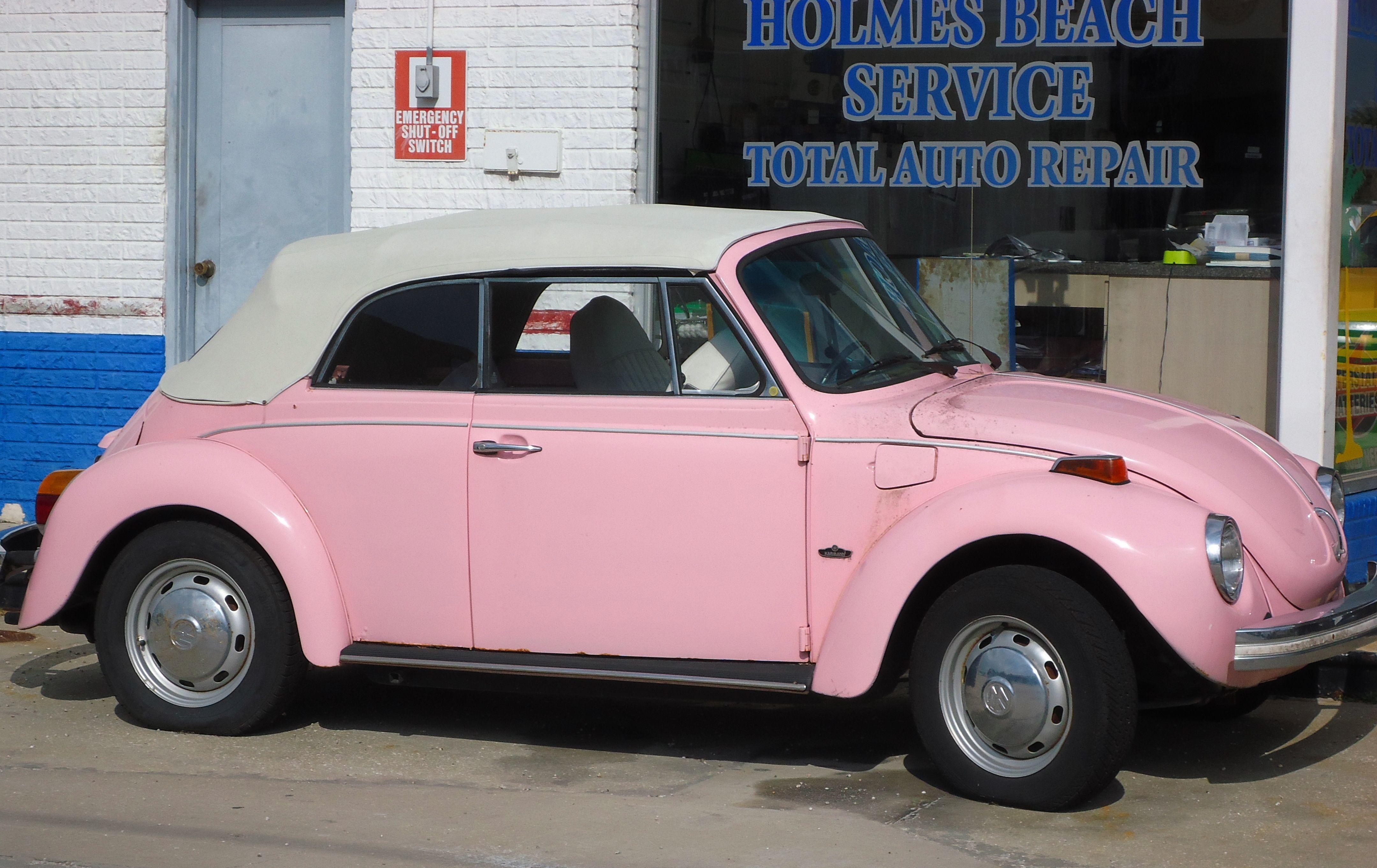 Little Pink Convertible Holmes Beach Flordia フォルクスワーゲン 車