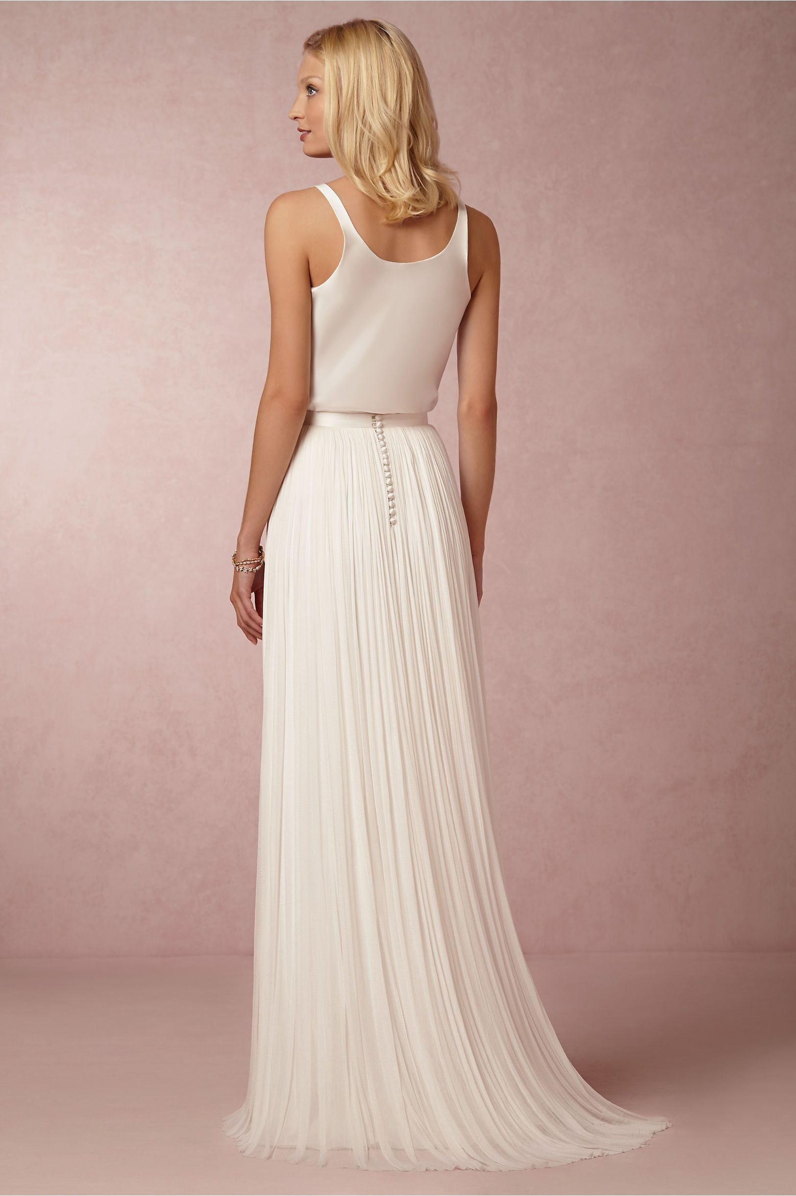 love how simple and elegant (and cheap) this is -- Anika Tulle Skirt ...