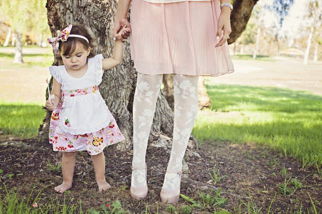 baby+shabby+chic+shower+party+theme+bride+tea+party+alice+in+wonderland+girl+girly+pink+green+vintage+unique+offbeat+gorgeous+soft+boho+bohemian+modern+sienna+rose+photography+cake+pops+candy+play+28.jpg (640×427)