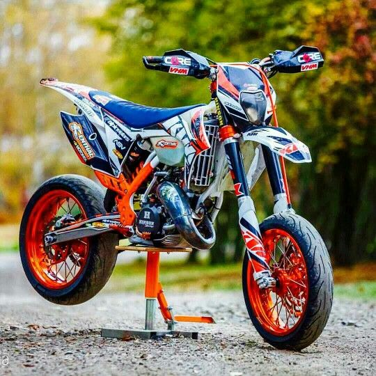ktm supermoto i 39 ll take 2 please ktm supermoto moto bike ktm dirt bikes. Black Bedroom Furniture Sets. Home Design Ideas