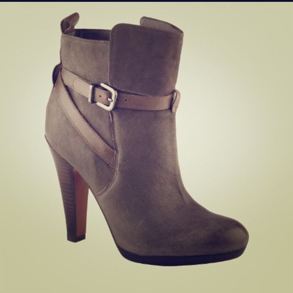 Host Pick  Gray Aldo Ankle Boots *Brand New* Gray ankle boots from Aldo. Size 7 ** Never Worn*** 3 1/2 inch heel ALDO Shoes Ankle Boots & Booties