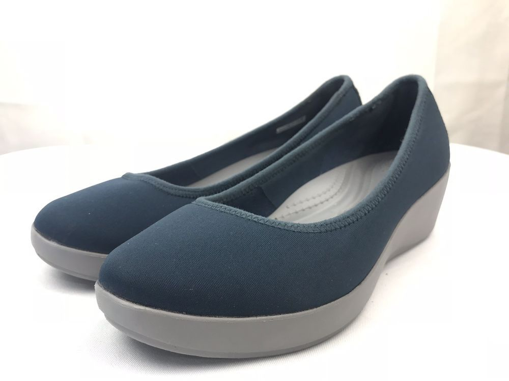 f5d0a3ee3ddfa Crocs Women s Busy Day Stretch Navy Smoke Ballet Wedge Flat Sandals Size US  8