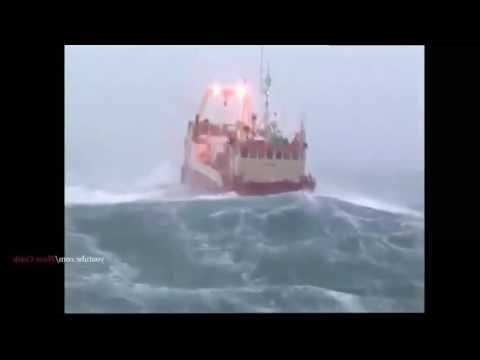 Protesta de Greenpeace plataforma Rowan Renaissance contra las prospecciones de Repsol en Canarias - YouTube