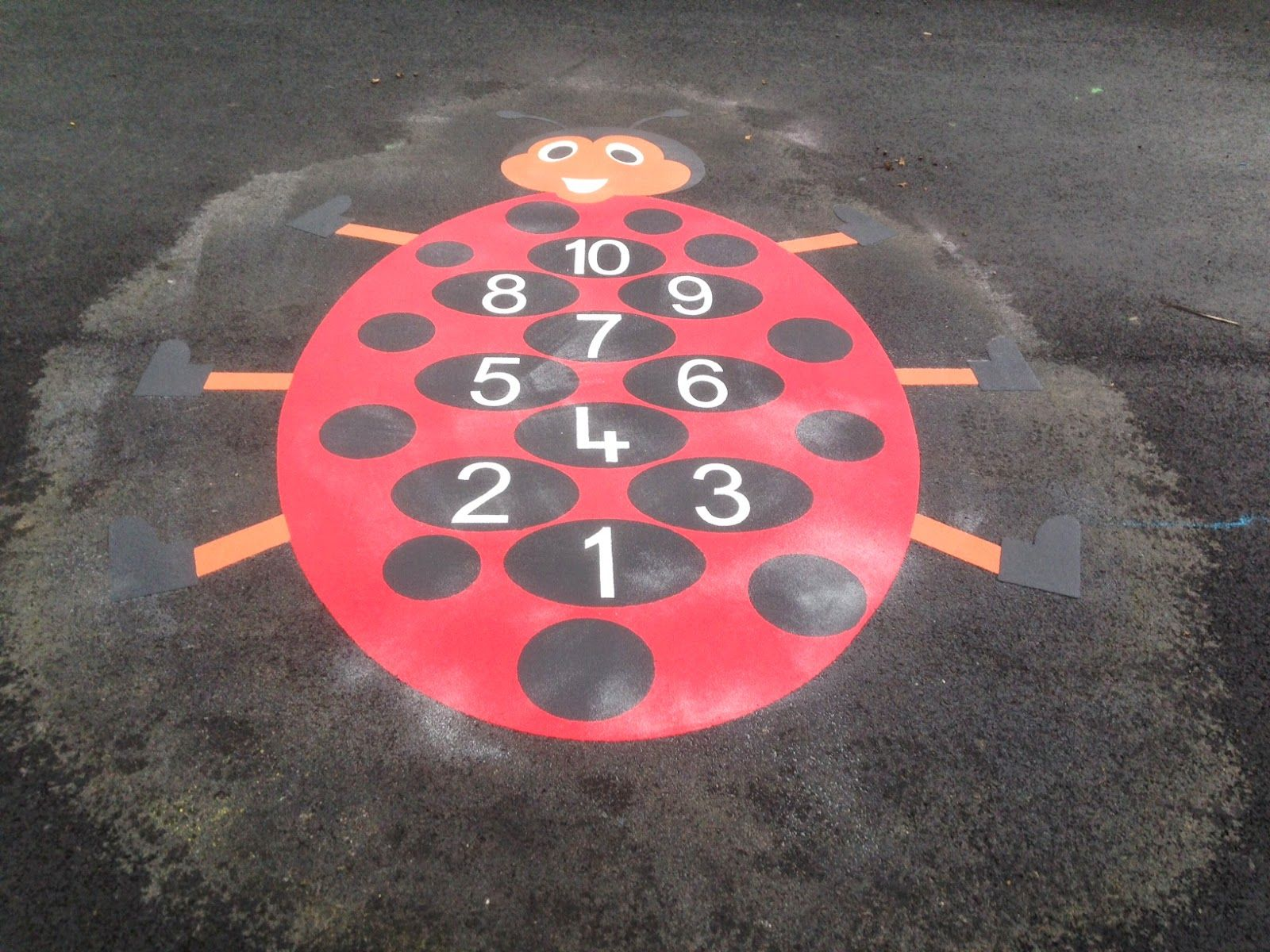 ladybird playground marking installed at paradykes primary school in Edinburgh - Parque infantil, Atividades para educação infantil, Artesanato escolar - 웹