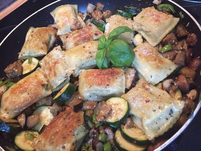 schnelle parmesan maultaschen mit gemuese aus der pfanne