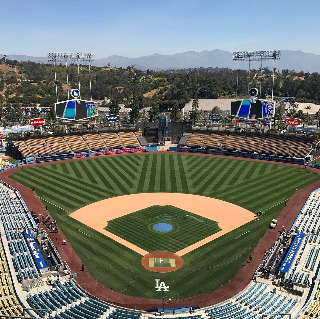 Dodger Stadium The 11th Mlb Stadium I Ve Been To I Think It Was A Perfect Day For Baseball Especially Since The Diamond Dodger Stadium Baseball Mlb Stadiums