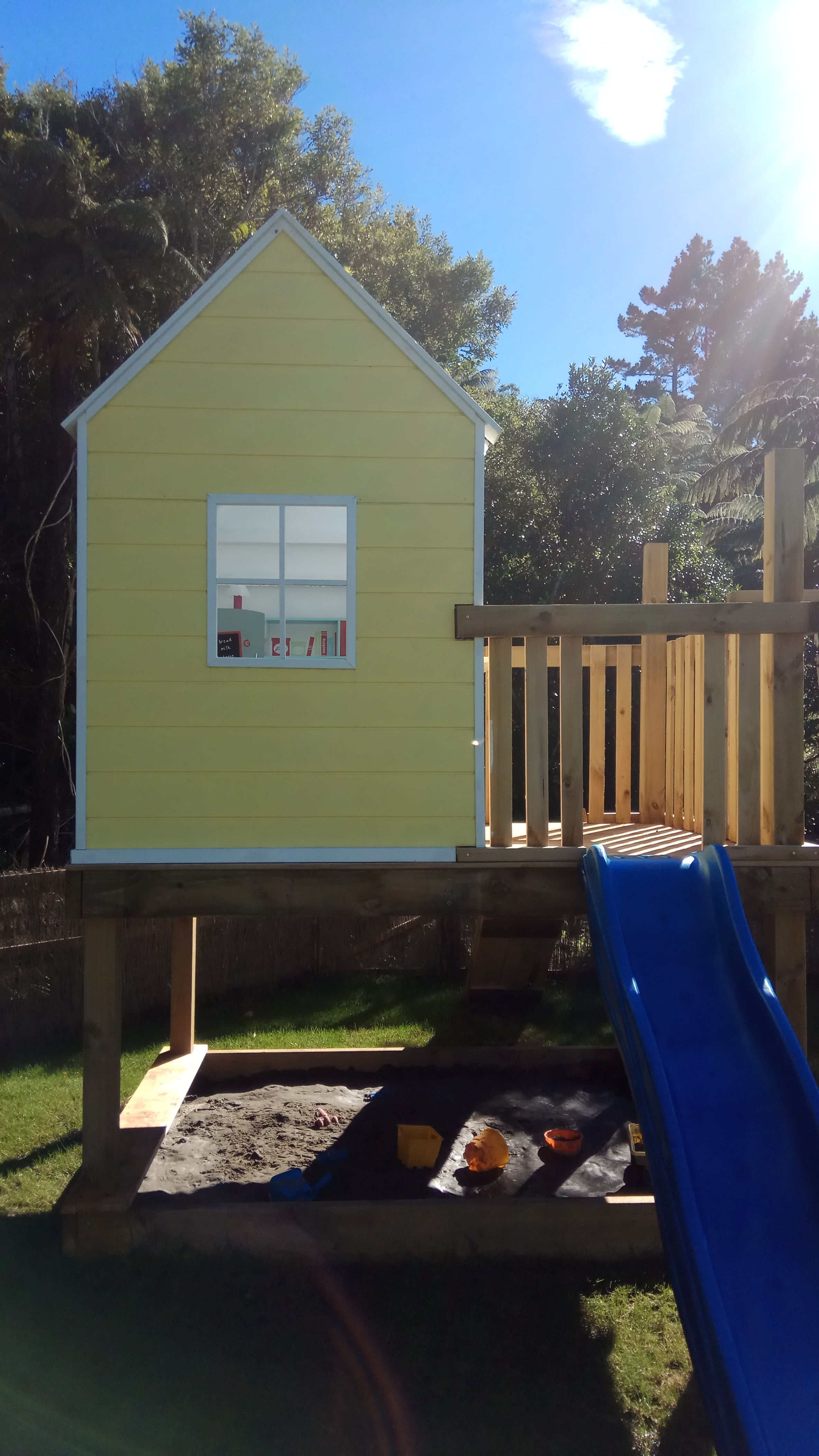 My first big DIY project : a play house for my 2 girls! #handmade #crafts #HowTo #DIY