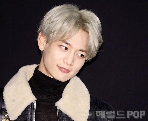 Shinee S Minho Dressed In Black From Head To Toe Koogle Tv