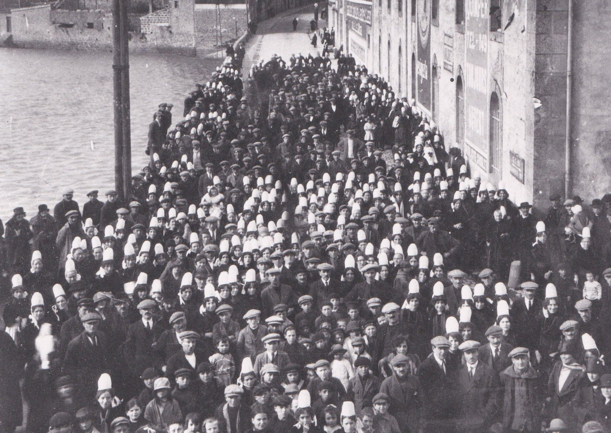 Les Greves Dans Les Ports Du Pays Bigouden En 1926 Bigouden Pays Douarnenez