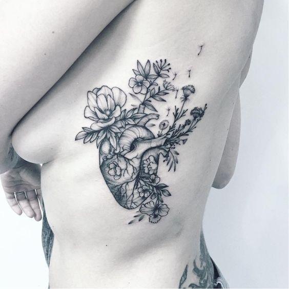 Tatouage Coeur Femme Cote Coeur Fleurs Beaute Tatouage Tatouage
