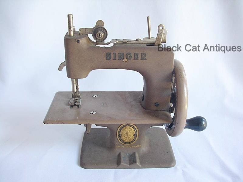 UNIQUE VINTAGE CHILD S MINI MINIATURE TOY SINGER SEWING MACHINE Custom Miniature Singer Sewing Machine